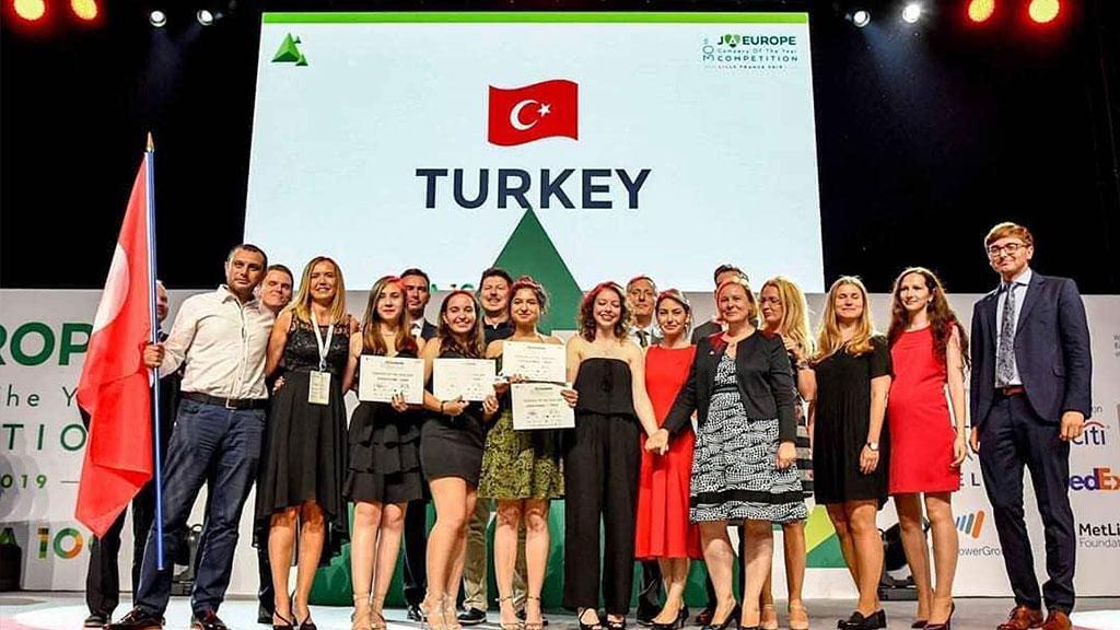 Standart Pompa'nın destek verdiği liseli girişimciler  Avrupa birincisi oldu.